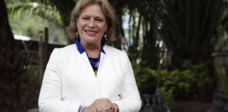 La titular de la Secretaría de Medio Ambiente y Recursos Naturales (SEMARNAT), Josefa González-Blanco Ortiz-Mena presentó este sábado, su renuncia al presidente, Andrés Manuel López Obrador.