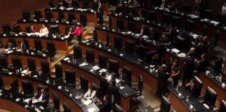 Este martes, el pleno del Senado de la República aprobó la iniciativa donde se reforman diversos artículos de la Constitución en materia de paridad de género en los órgano del Estado.