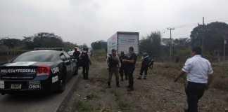 Elementos de la Secretaría de Seguridad Pública (SSP) en coordinación con Policía Federal, realizaron el rescate de 142 migrantes guatemaltecos, que eran transportados en un camión de la empresa 'Multipack', procedente del estado de Chiapas, en Amatlán de los Reyes.