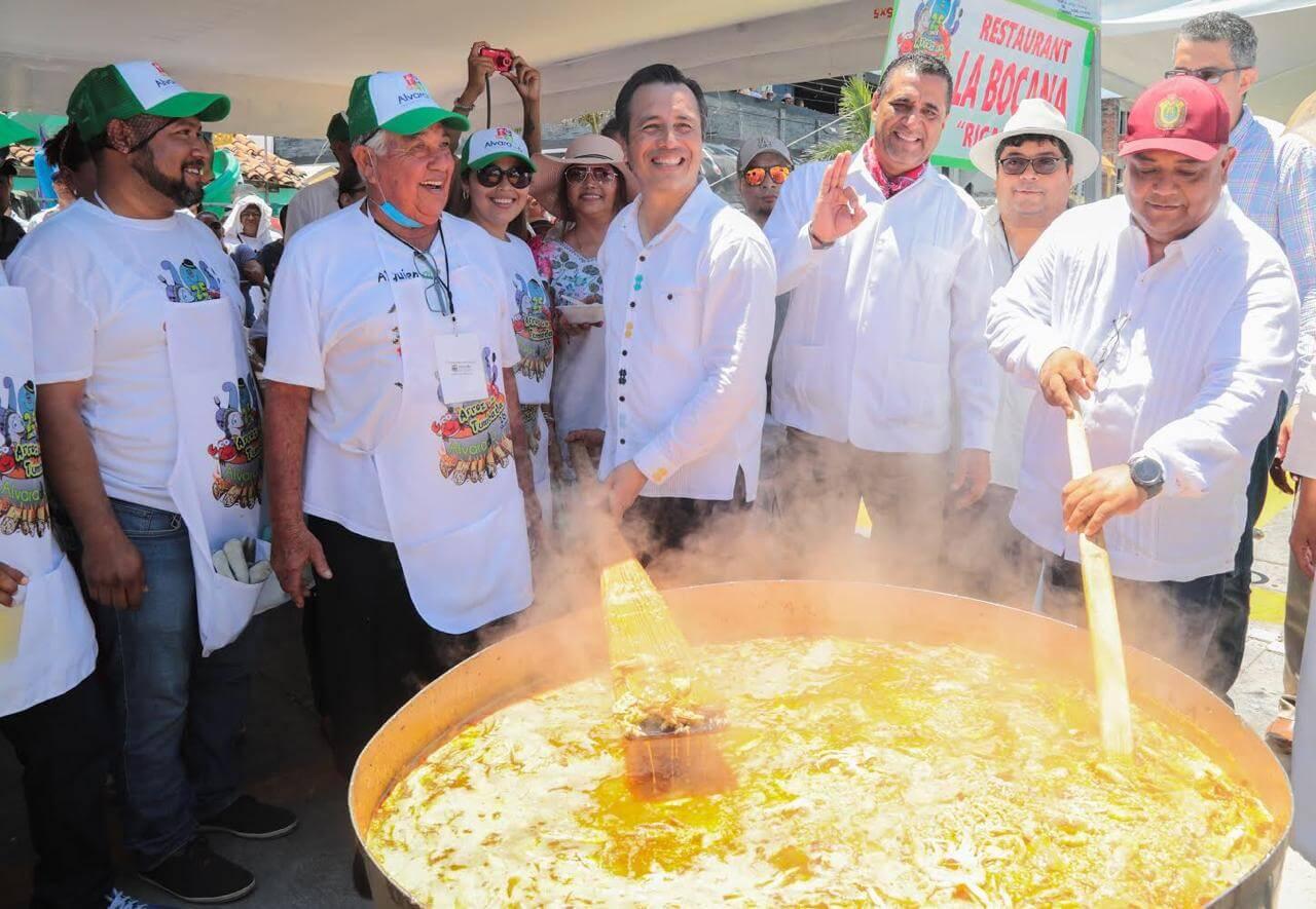 """Este domingo, se realizó en Alvarado, """"El arroz a la tumbada más grande del mundo"""", tradición que este 2019 cumplió 25 años."""