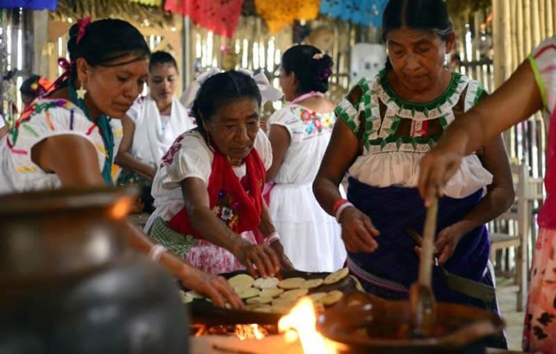 El Instituto Veracruzano de Asuntos Indígenas, de la Secretaría de Gobernación invita a la Expo Venta de Arte Popular Indígena, del 31 de mayo al 02 de junio, en la Plaza de Cívica de Boca del Río.