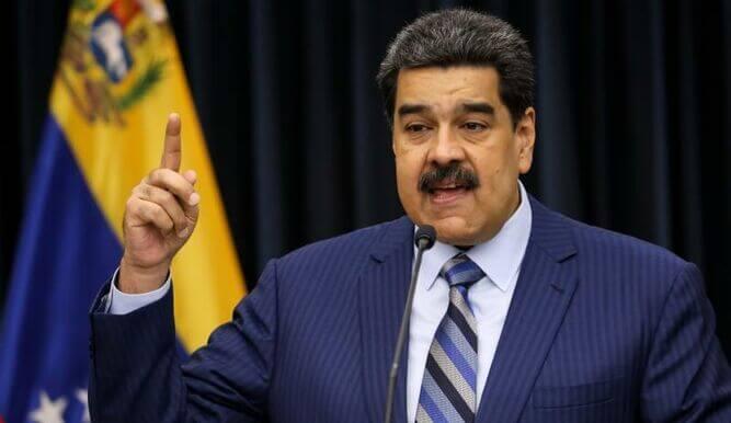 Maduro ordena expulsen a militares