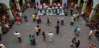 El Ayuntamiento de Xalapa, a través de la Coordinación de Atención Ciudadana, organizó el espectáculo musical Danzón, encuentro y tradición en el patio central del Palacio Municipal, que es un espacio para la convivencia familiar en el que se puede disfrutar del arte y la cultura.