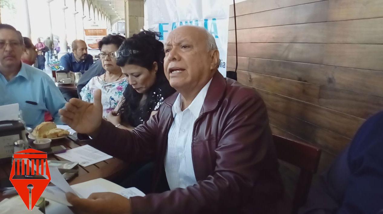 El presidente del Frente Nacional por la Familia, Ignacio Guadarrama pidió al secretario de Educación Pública, Esteban Moctezuma Barragán, oficializar el uso del llamado uniforme neutro en escuelas sólo en el caso de las mujeres.