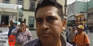 """La avenida Juan de la Luz Enríquez fue bloqueada por integrantes del Sindicato de Trabajadores de Tenaris-Tamsa que se manifestaron en el centro de Xalapa para exigir la liberación del dirigente del Movimiento """"Libertad por la Democracia"""", José Carlos Guevara Moreno."""
