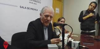 El alcalde de Xalapa, Pedro Hipólito Rodríguez Herrero, incurre en irregularidades relacionadas con el servicio público al desempeñar una doble función, como presidente municipal y como investigador del Centro de Investigaciones y Estudios Superiores en Antropología Social (CIESAS-Golfo).