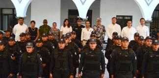 Este jueves, el alcade de Veracruz, Fernando Yunes Márquez realizó la entrega de equipamiento necesario a elementos de la Policía Municipal.