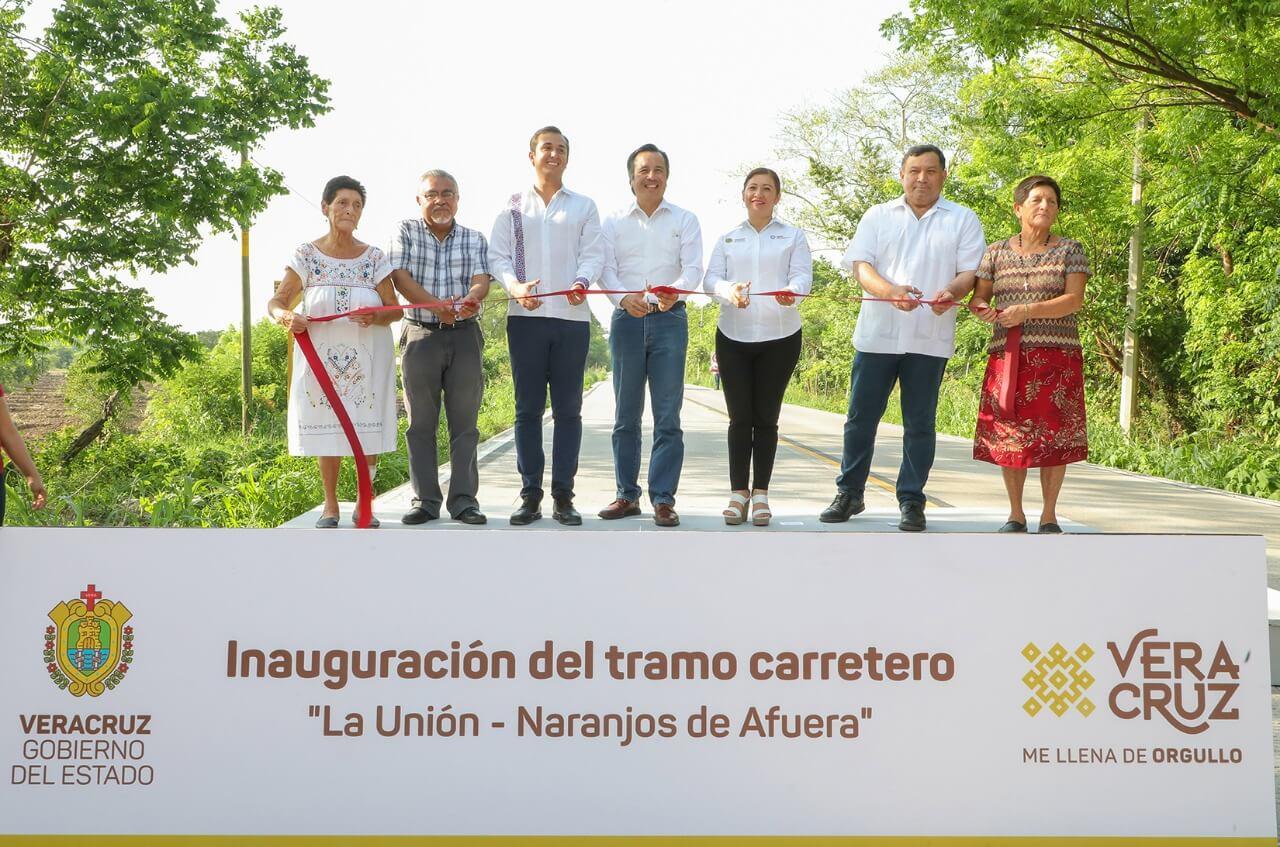 El gobernador Cuitláhuac García inauguro los tramos carreteros 'La Unión-Naranjos de Afuera', en el municipio de Cazones y 'La Victoria-Países Bajos- La Reforma de Herrera' en Tuxpan.