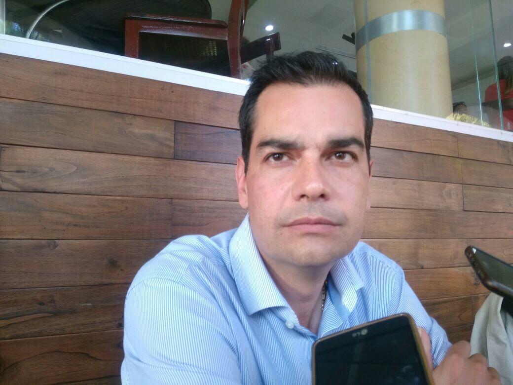El regidor del Ayuntamiento de Xalapa, Juan Gabriel Fernández Garibay llamó a la población para atender las medidas de seguridad ante posibles casos de extorsión, esto después de los engaños que se llevaron a cabo para el secuestro de un menor.