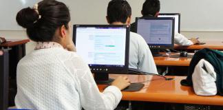 La Secretaría de Educación de Veracruz (SEV), a través del Instituto Consorcio Clavijero (ICC), ofrece el Bachillerato en Línea de Veracruz (BELVER) con la finalidad de que los jóvenes cursen y concluyan su educación media superior en un año y medio, o regularicen materias de forma virtual.