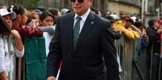 El presidente del Senado, Martí Batres Guadarrama informó que diversas áreas de ese órgano legislativo realizan un análisis jurídico-político sobre la ampliación de mandato del gobernador electo de Baja California, Jaime Bonilla Valdez.