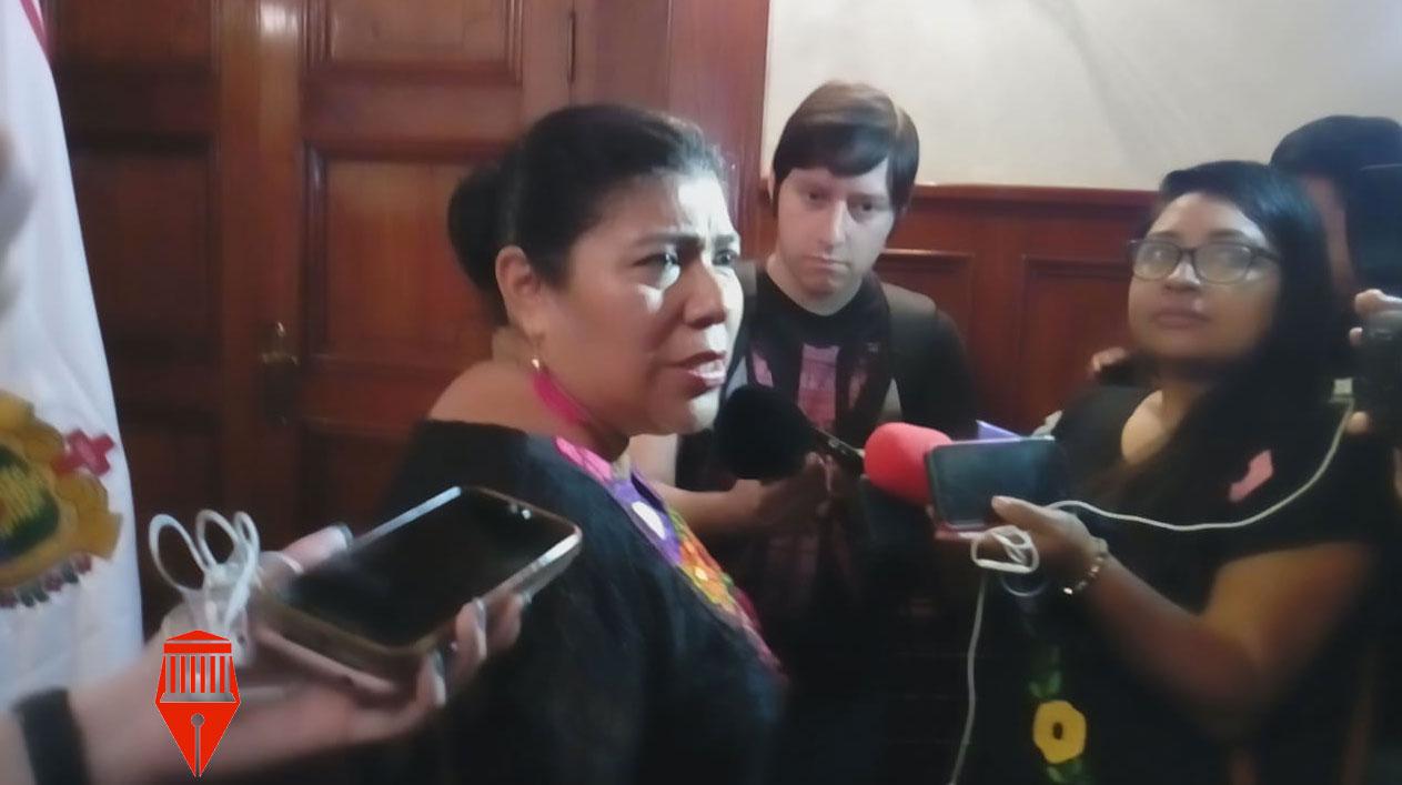 La directora general del Instituto Veracruzano de Asuntos Indígenas, María Xóchitl Molina González aseguró que700 indígenas purgan penas en cárceles veracruzanas.