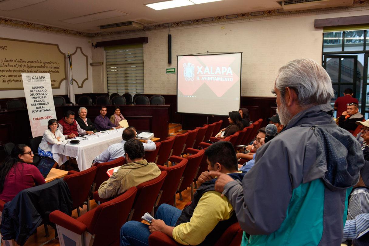Durante la segunda Sesión Ordinaria del Consejo Municipal para el Desarrollo Rural Sustentable (Comunders), el director de Desarrollo Económico, Gerardo Martínez Ríos explicó que con los cursos que ha impartido el Ayuntamiento de Xalapa, en la zona rural del municipio, se han beneficiado 485 personas.