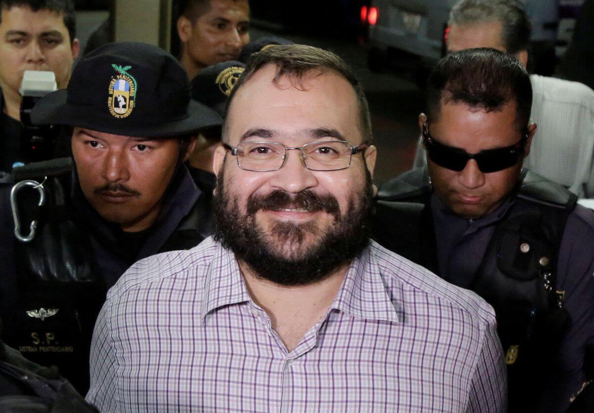 Esta mañana, el exgobernador de Veracruz, Javier Duarte de Ochoa aseguró que pactó su entrega a cambio de que Enrique Peña Nieto dejara en paz a su familia.