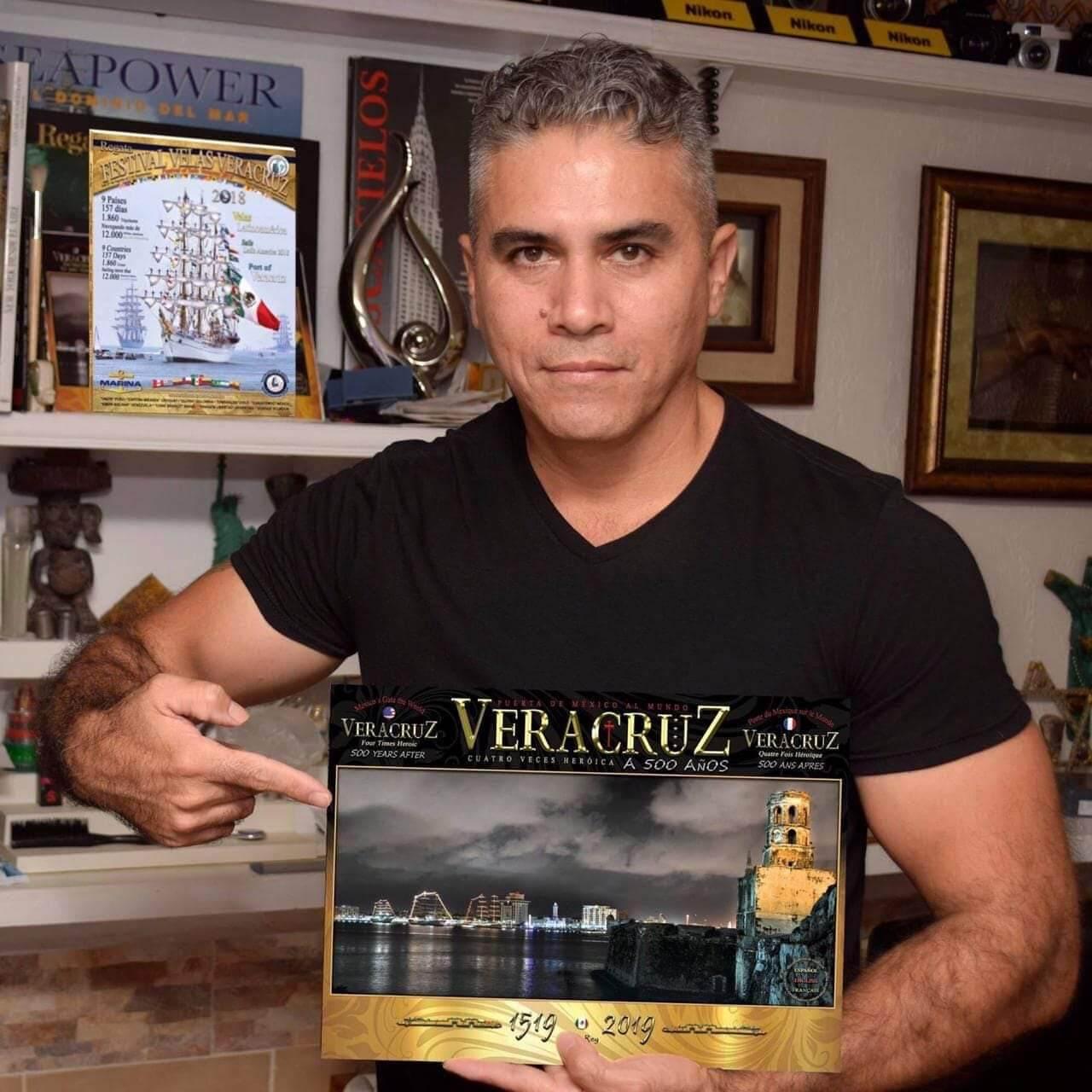 En conferencia de prensa efectuada en el centro de Veracruz, el fotógrafo profesional Juan Rey Casas, presentó una publicación especial, en donde él comparte en imágenes cómo es visto Veracruz, a 500 años de su fundación; de su historia.