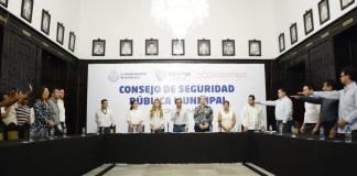 Este lunes, en la Sala de Cabildo del Ayuntamiento de Veracruz, se realizó una sesión ordinaria para la instalación del Consejo de Seguridad Pública Municipal de Veracruz, con la toma de protesta a los nuevos integrantes de ese órgano, por parte del Presidente Municipal Fernando Yunes Márquez.