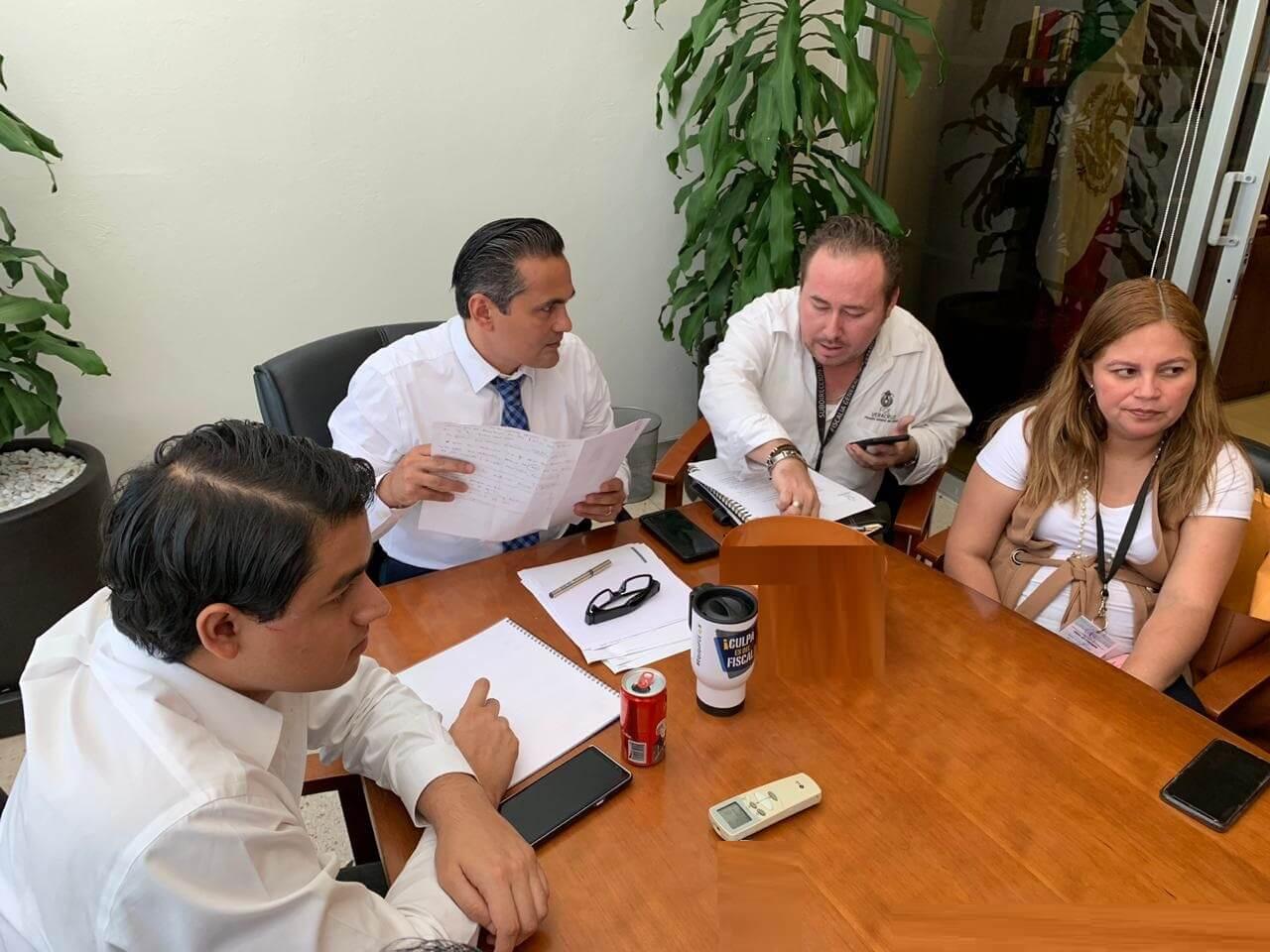 El Fiscal General del Estado, Jorge Winckler Ortiz sostuvo una reunión de trabajo en la cual fueron expuestos los avances en las indagatorias que obran en poder de cada una de las instancias, atendiendo los rubros de feminicidios, secuestros, atención de declaratorias por Alerta de Género, observaciones del ORFIS y reforzamiento de acciones operativas tácticas, entre otros.