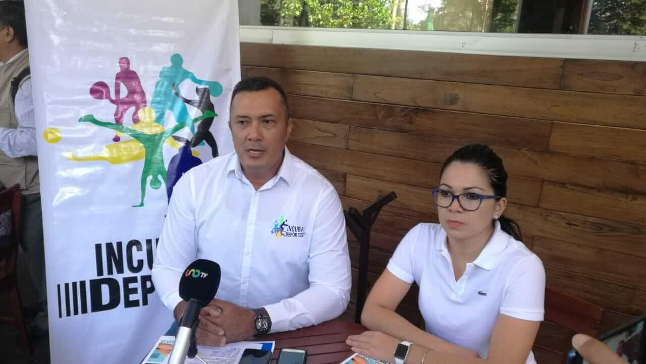 El director general de la Asociación Deportiva Incuba Deportes, Fernando Quevedo Amador presentó el primer curso-taller de masaje deportivo en la ciudad de Xalapa, con el aval registrado de la Secretaría del Trabajo y Previsión Social.