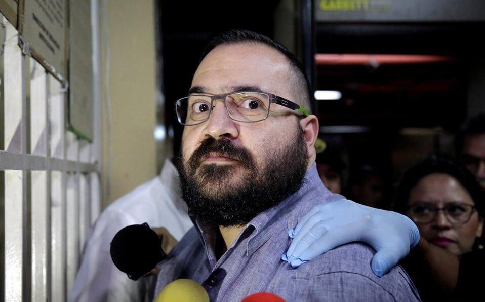 De acuerdo con el medio Animal Político, el gobierno de México entregó a Guatemala la solicitud para que se autorice la ejecución de esa orden y proceder penalmente contra el exgobernador de Veracruz, Javier Duarte de Ochoa por el delito de desaparición forzada.