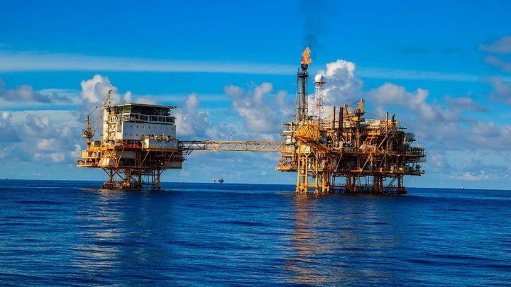 Los estados productores de petróleo en México se encuentran hundidos en una profunda crisis económica debido a la caída sistemática de la producción de petróleo. Particularmente porque esta actividad representa una de las fuentes más importantes de generación de riqueza estatal.