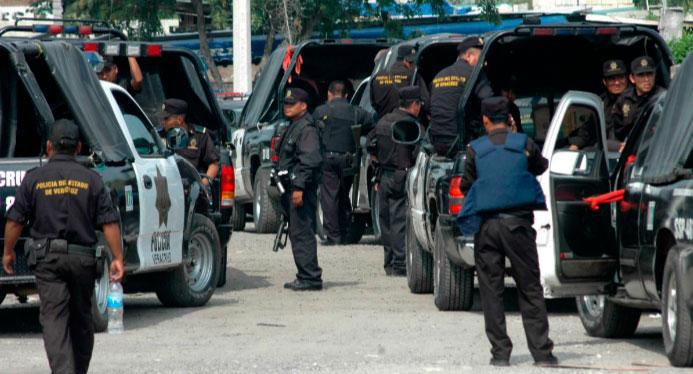 La Secretaría de Seguridad Pública (SSP) rescató a dos personas que presuntamente habían sido privadas de su libertad en la colonia Miraflores en Córdoba, por sujetos que se hicieron pasar por agentes ministeriales.