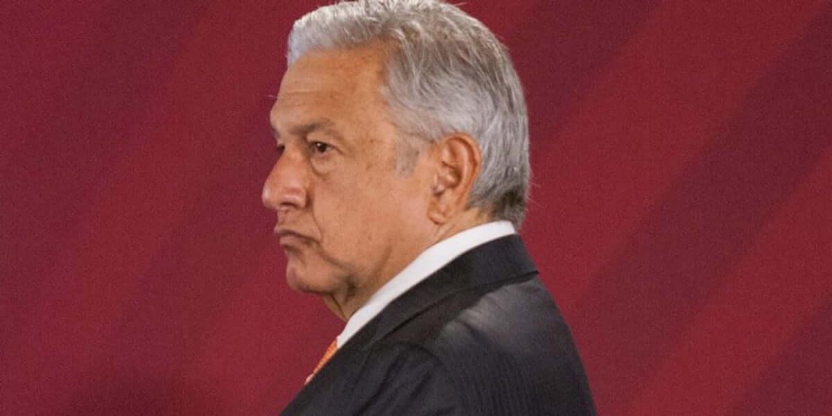 El mensaje disfrazado de sugerencia del presidente Andrés Manuel López Obrador a los diputados va directo. Por fin parece que se reducirá el presupuesto para partidos políticos. Por lo pronto a la mitad, aunque se le debe tomar la palabra a la presidenta de MORENA, Yeidckol Polevnsky, quien afirma que el recorte podría ser de hasta el 75 por ciento.