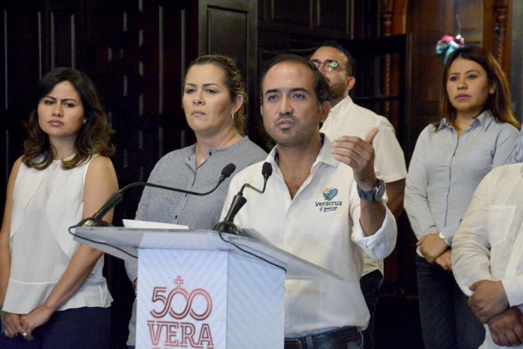 El alcalde de Veracruz, Fernando Yunes Márquez exigió a la Procuraduría Estatal de Protección al Medio Ambiente (PMA), quitar los sellos de clausura del basurero a cielo abierto, colocados este martes.
