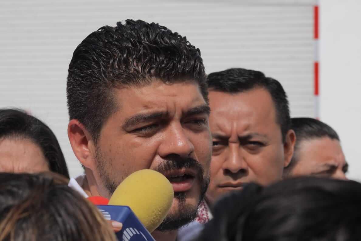 El secretario de Educación de Veracruz (SEV), Zenyazen Escobar García detalló que los adeudos que la SEV tiene con maestros afiliados a la Sección 32 del Sindicato Nacional de Trabajadores de la Educación (SNTE), corresponde a una situación que debe resolver la federación.