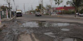 Al continuar con el plan de obra pública que efectúa con puntualidad y transparencia, el H. Ayuntamiento de Veracruz invierte 137 millones de pesos para llevar a cabo obras de rehabilitación con concreto hidráulico en la avenida Juan Bautista Lobos, en el tramo comprendido de la Carretera Federal a la calle Laguna de Pinalapa.