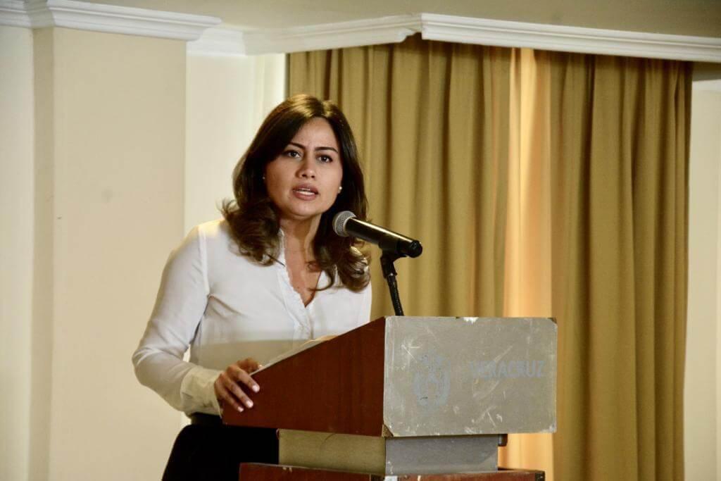 La Senadora del Partido Acción Nacional (PAN), Indira Rosales San Román exigió la renuncia del Secretario de Seguridad Pública (SSP) de Veracruz, Hugo Gutiérrez Maldonado, luego del ataque registrado en un bar al sur del estado de Veracruz, en Coatzacoalcos.
