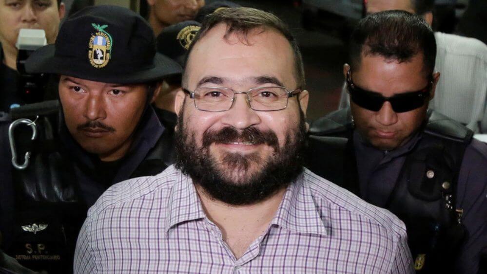 Javier Duarte publicó un mensaje en Twitter en donde señala que existen empresas fachada o fantasma, donde asegura que están presuntamente vinculadas a la familia del ex mandatario, Miguel Ángel Yunes Linares.