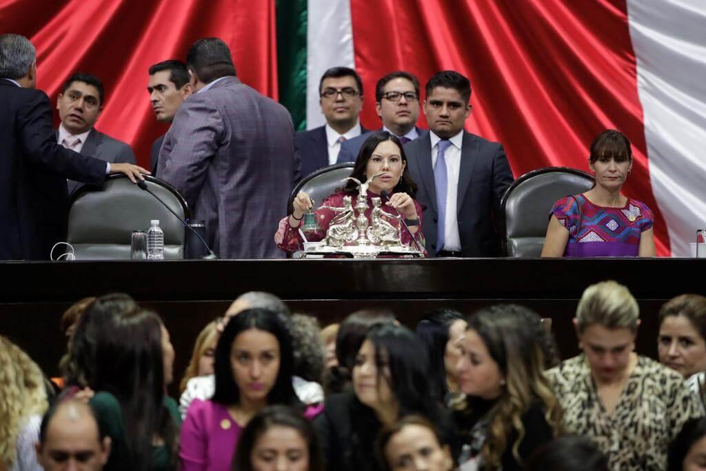 La Cámara de Diputados aprobó el dictamen que expide la nueva Ley General de Educación y abroga las leyes General de Educación de 1993 y General de Infraestructura Física Educativa de 2008.