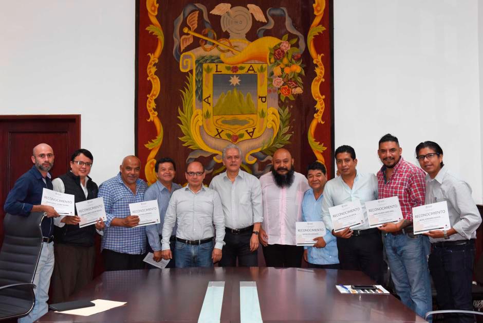Autoridades municipales de Xalapa entregaron reconocimientos a funcionariado de diversas áreas que participó en el taller
