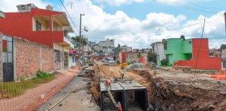A través de la Dirección de Obras Públicas y la Comisión Municipal de Agua Potable y Saneamiento de Xalapa (CMAS), se construye en la colonia Casa Blanca los colectores pluviales Amazonas y Coatzacoalcos, con una inversión de 40 millones de pesos, el gobierno municipal.