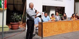 Con el objetivo de mejorar la vialidad y evitar que los vehículos estacionados obstruyan calles, el alcalde de Xalapa, Hipólito Rodríguez Herrero anunció que se instalarán parquímetros virtuales en la ciudad, los cuales funcionarán por medio de aplicaciones en los celulares.