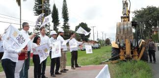 La Secretaría de Infraestructura y Obras Públicas (SIOP) inició la pavimentación con asfalto del camino Vialidad 1.ª de Avenida 1, del km 0+000 al km 1+750, municipio de Carrillo Puerto, con recursos provenientes del Fideicomiso para la Infraestructura de los Estados (FIES) 2018.