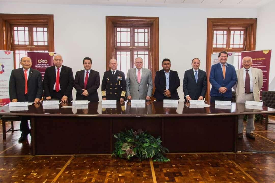 La Universidad Tecnológica del Sureste de Veracruz (UTSV) firmó un convenio de colaboración con el Corredor Interoceánico del Istmo de Tehuantepec, a cargo de Rafael Marín Mollinedo.