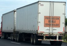 La restricción en el horario permitido para el paso de los transportes de carga en Xalapa representa pérdidas económicas para este sector, indicó el secretario general de Operadores Traileros del Estado de Veracruz, Juan Ciro Durán Mendoza.