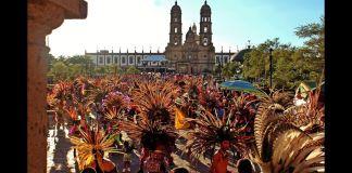 """Alrededor de 30 mil danzantes custodiaron este año el trayecto de la imagen de """"La Generala"""" en 9.2 kilómetros de recorrido, en una jornada con 1.8 millones de asistentes y saldo blanco."""