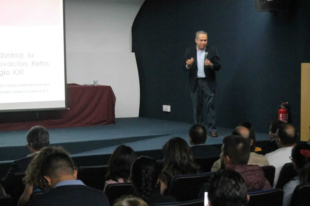 La Secretaría de Educación de Veracruz (SEV), a través de la Subsecretaría de Educación Media Superior y Superior (SEMSyS), impartió la conferencia-taller