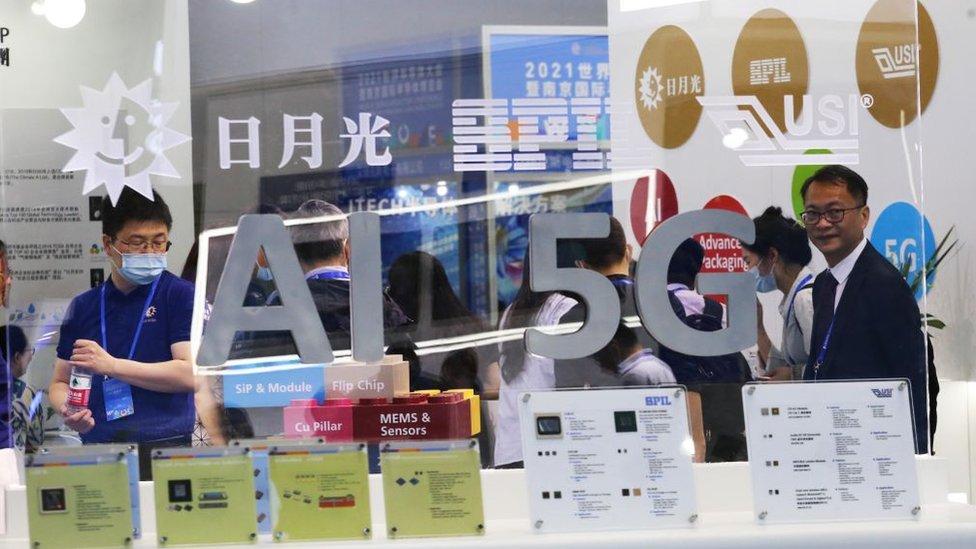 El multimillonario plan de EU para competir con China en el campo de la tecnología