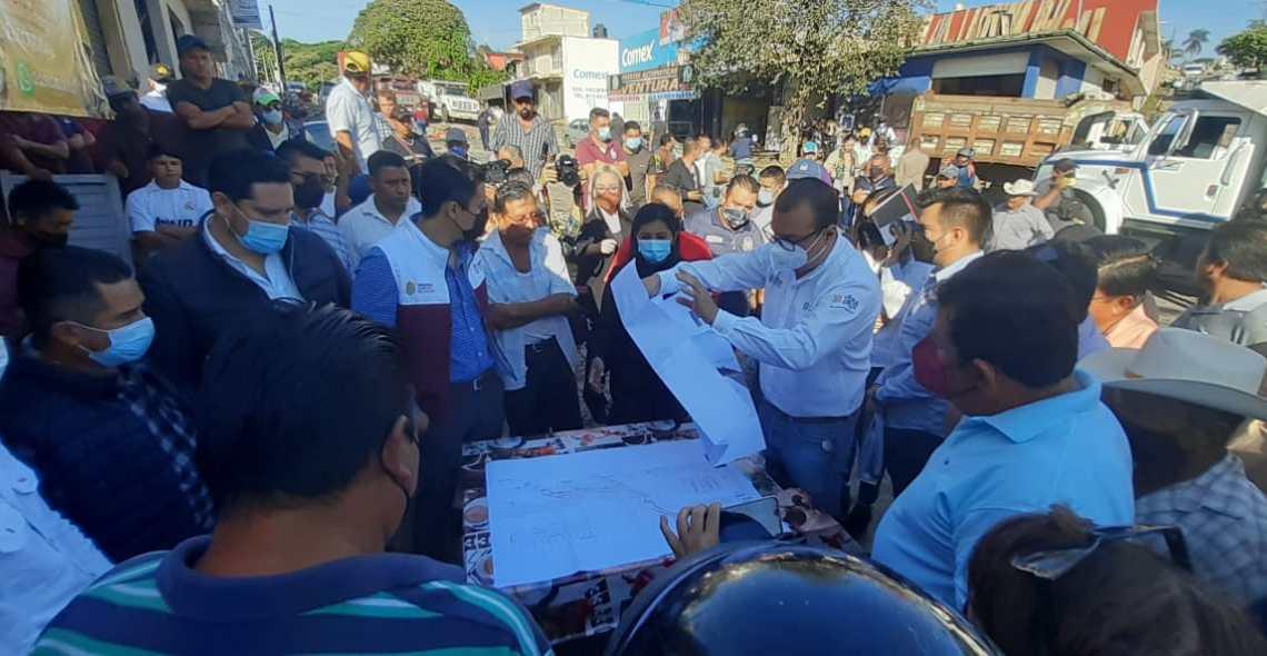Bloquean la Chedrahui Caram; exigen la construcción de puente colapsado