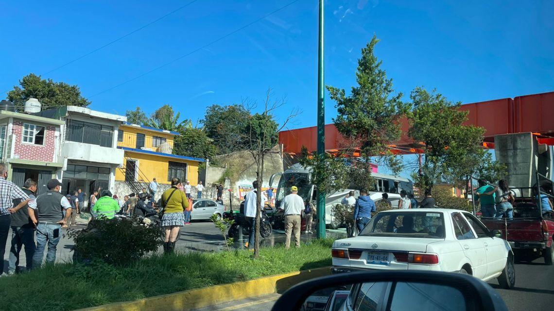 Autobus causa pánico en el boulevard Xalapa-Banderilla