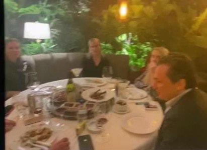 Captan a E. Lozoya en un restaurante de Polanco