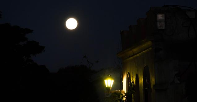 Full moon in Colonia