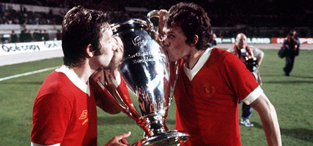 Liverpool players hold the european cvup