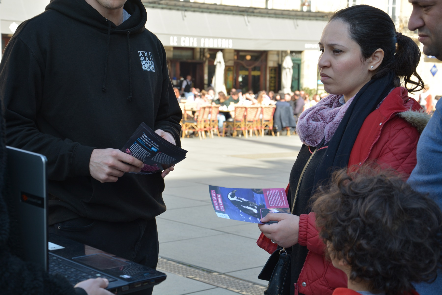 manifestation_mairie_bordeaux_animaux_cirques_tractage