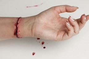 Sztuczna Rana – tutorial na Halloween Red Lipstick Monster