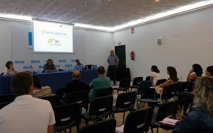 """Encontre: """"Formación al Servicio de la Empresa"""" Garrido Bernabeu director del IES La Foia"""