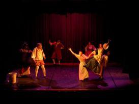 Sous l'œil amusé de Sganarelle, une danse festive s'improvise